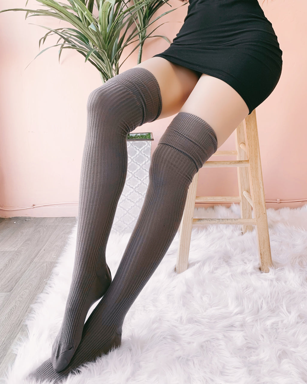 DAISY KNITTED THIGH HIGH SOCKS (TAUPE)