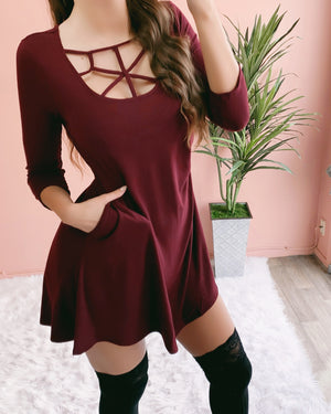 RIRI CAGED POCKET DRESS (BURGUNDY) (PO)
