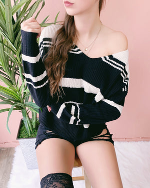 REVERSIBLE! CARINA LACE UP SWEATER (BLACK)