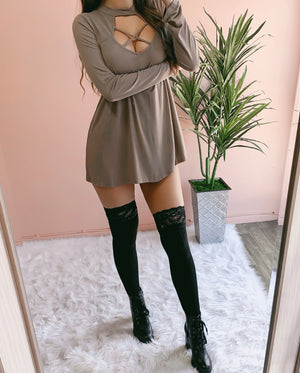 RESTOCKED! CINDY'S FAVE CRISS CROSS SWEATER DRESS (MOCHA)
