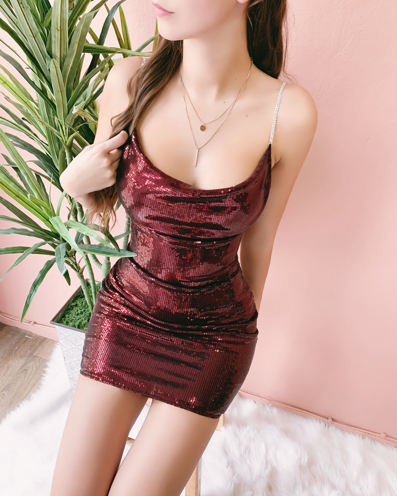 SEAL THE DEAL DIAMOND STRAP DRESS (CHERRY)