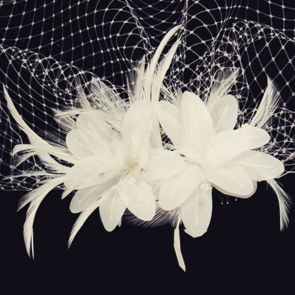 """The Liza"" Twin Feather Flower Birdcage Veil Clip - Sweet Heart Details"