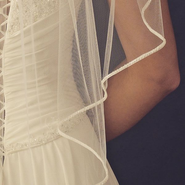 """The Maylee"" Single Layer Ribbon & Bead Edge Veil"