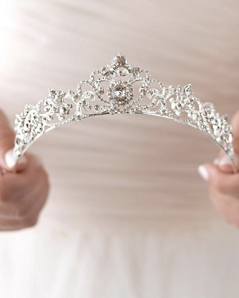 """The Elizabeth"" Rhinestone Crown - Sweet Heart Details"