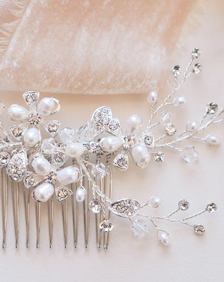 """The Angela"" Pearl Comb - Sweet Heart Details"