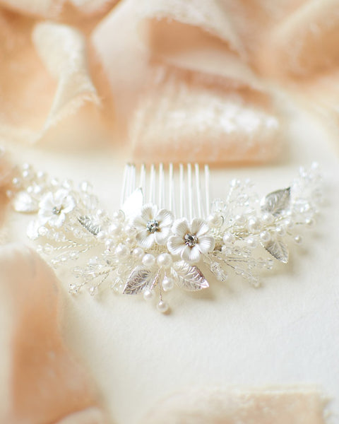 """The Josette"" Flower Comb - Sweet Heart Details"