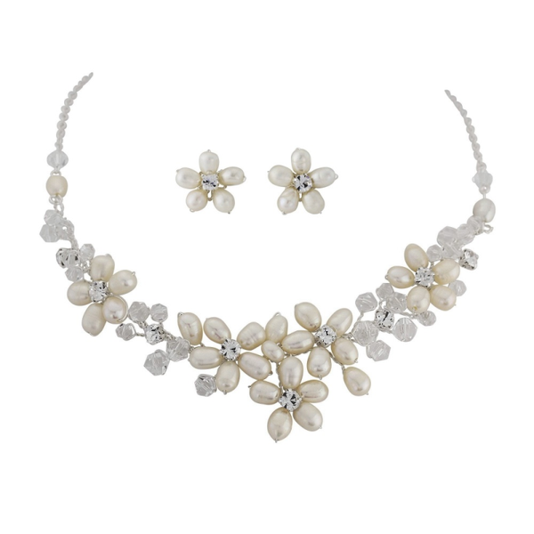 """The Adah"" Pearl Necklace & Earrings Set - Sweet Heart Details"