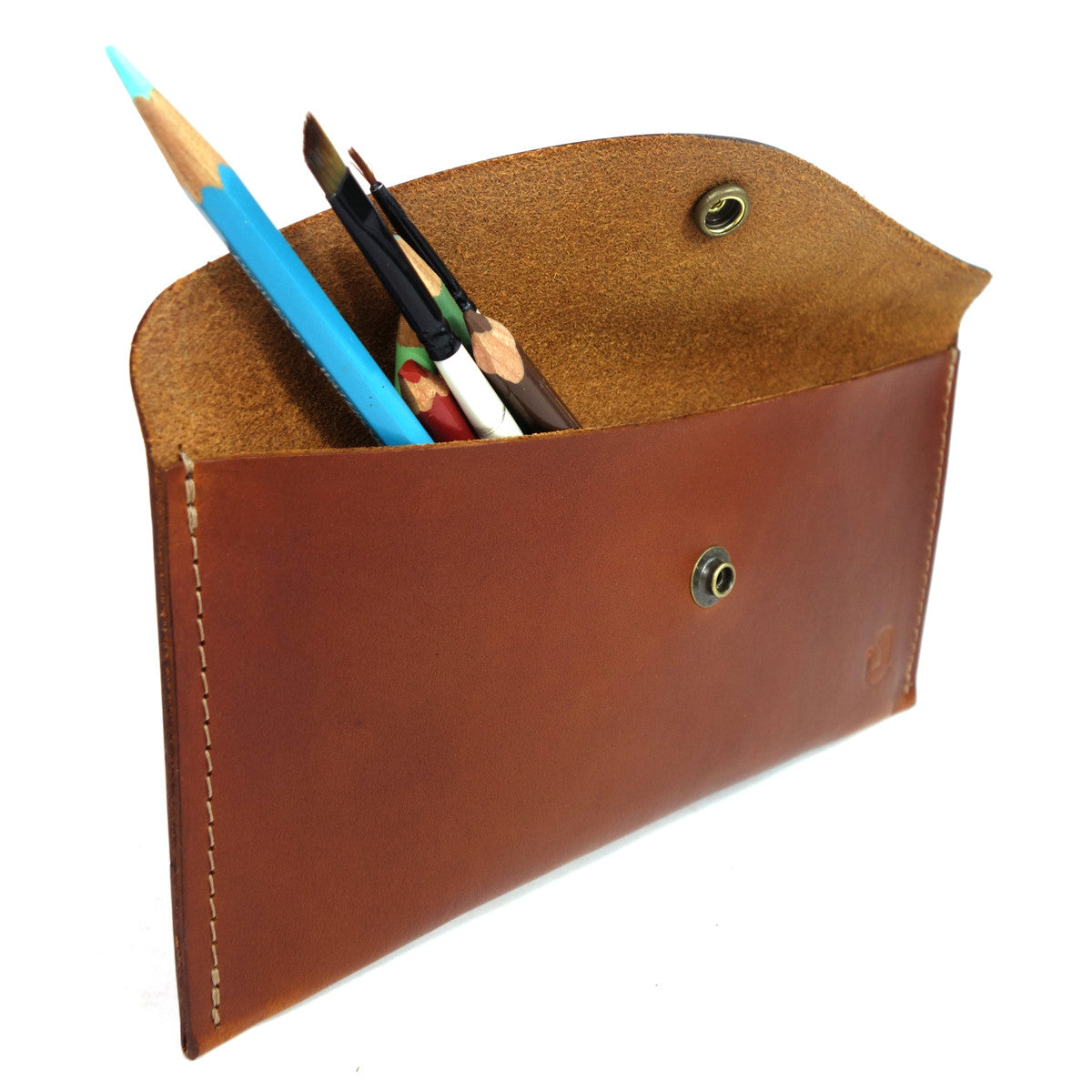 Field day case. This leather case will help you keep your belongings safe and organized. Carry pencils, small tools or anything else you will need on a day out on the town, going to class or just organizing the many things in your bag.  4/5oz Herman Oak Vegetable Tanned Leather, Antique Brass Snap. Pencil case. leather case.