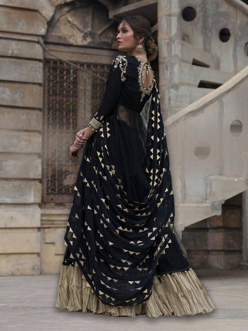 SUFI W/ PREDRAPED DUPATTA & CRUSHED LENGHA