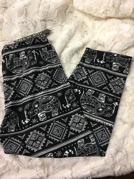 Elephant Capri Leggings - Pretty Please on Broad