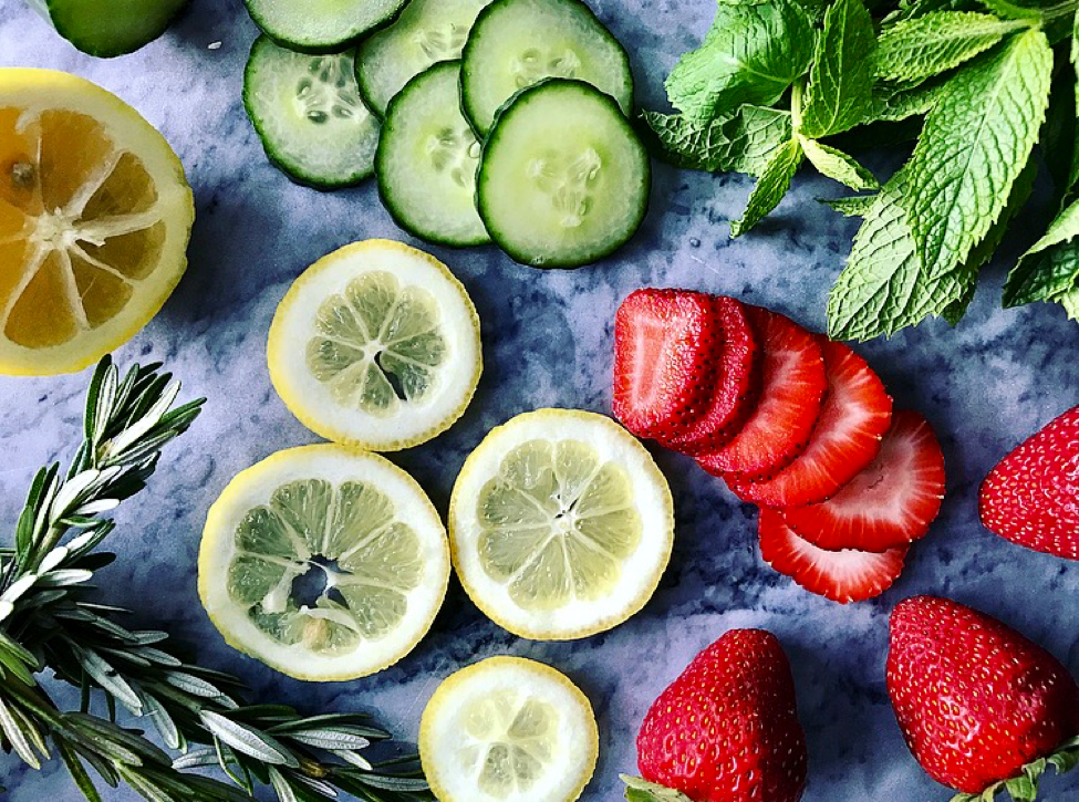 5 Ways to Naturally Flavour Water