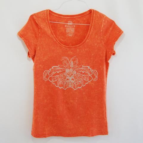T-Shirt Catrina Orange U Neck for Women. T-Shirt Catrina Orange U Neck for Women. Washed orange / coral color printed in off white or light gray.