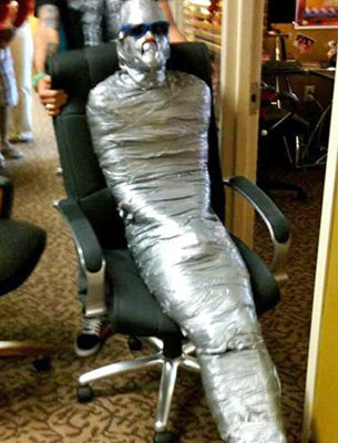awesome-hilarious-dorm-room-uni-prank-mate-wrapped-completely-in-duct-tape