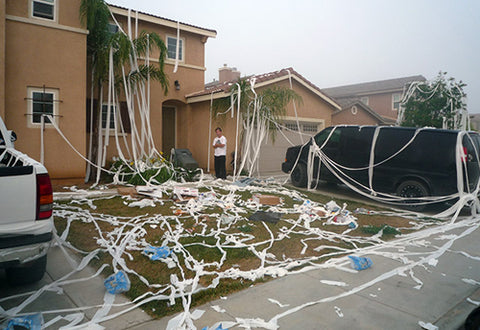 crazy-toilet-paper-mess-prank-on-house-front-yard