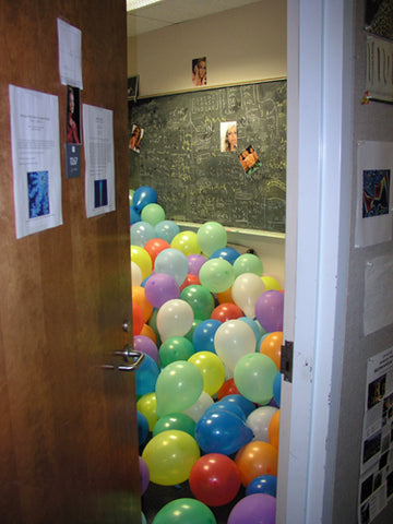 easy-harmless-senior-prank-balloons-in-class-room