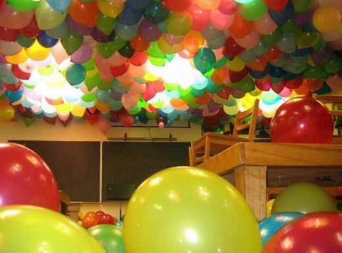 funny-classroom-school-filled-with-balloons-senior-prank
