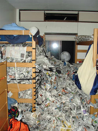 funny-college-dorm-room-newspaper-prank-lol-by-friends