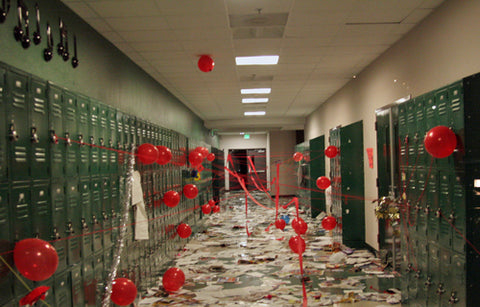 funny-good-senior-prank-idea-in-school-corridor