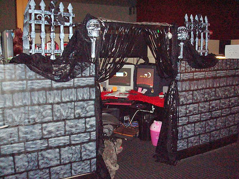 funny-halloween-real-office-prank-picture-castle-cubicle2