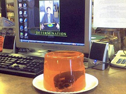funny-office-prank-computer-mouse-in-jelly