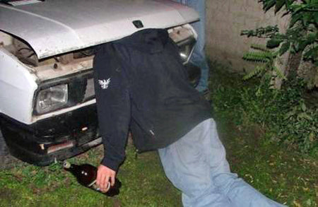 funny-passed-out-friend-prank-under-car-bonnet