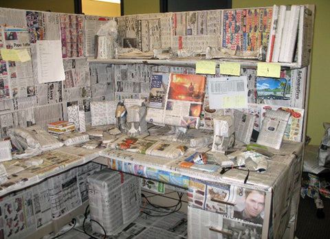 hilarious-office-desk-covered-in-newspaper-prank