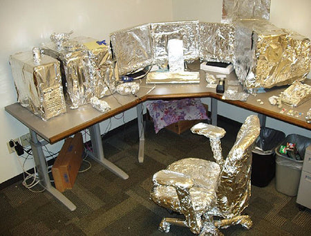 hilarious-tin-foil-office-desk-and-computer-prank
