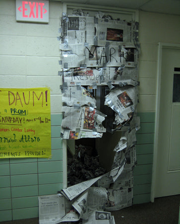 newspaper-taped-over-dorm-room-door-prank