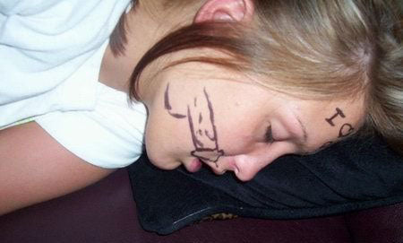 passed-out-drunk-uni-girl-marker-pen-penis-face