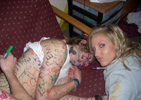 passed-out-guy-covered-in-marker-pen-by-a-girl-prank
