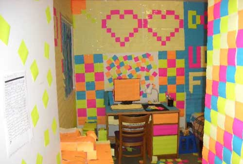post-its-uni-dorm-room-prank