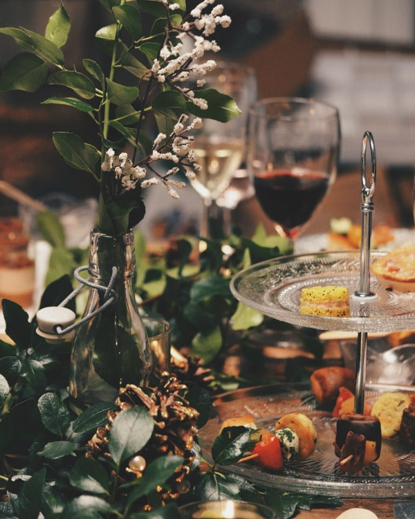 Click through for my 9 pro tips for holiday entertaining | easy party planning | easy entertaining | SatsumaDesigns.com #holiday #partyplanning