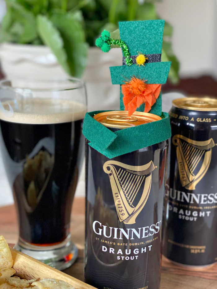 DIY felt leprechauns to celebrate St. Patrick's Day. Try these easy and fun kids craft to brighten up your holiday table and home. #stpatricksday #leprechaun #feltcrafts #easycraftsforkids #kidscraft