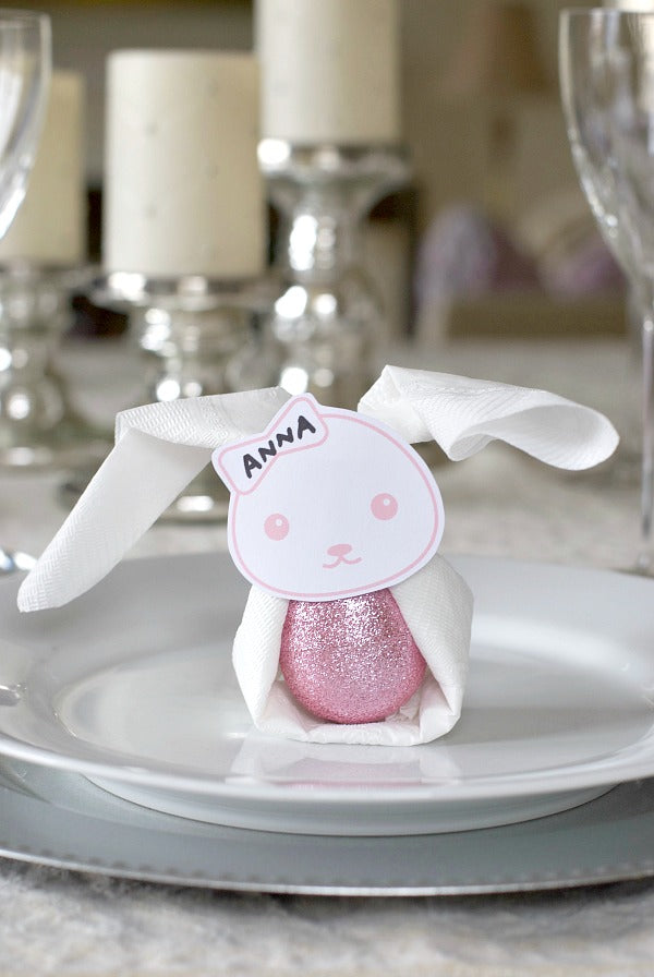 Easter bunny napkin ring place cards to make for your Easter brunch. Quick printable and add a paper ring and napkin to complete! #Easterbrunch #entertain #Easter #Easterbunny #Easterbasket #satsumadesigns