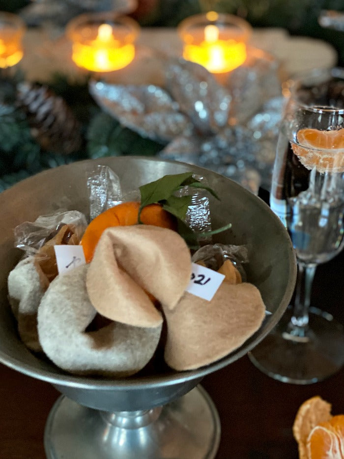 How to make easy new years eve felt fortune cookies. These little cookies are so fun to include a custom fortune for new years eve and birthdays! #NYE #newyearseve #feltcrafts #easycrafts