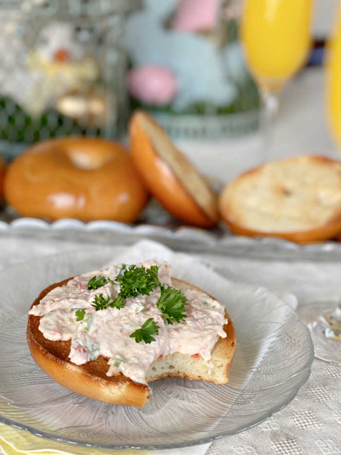 Jalapeno and creamy smoked salmon spread recipe is great for brunch, appetizers and party pot lucks. Try this easy to make and impressive dip and spread that tastes great on bread, crackers and with salad! #smokedsalmon #brunchrecipes