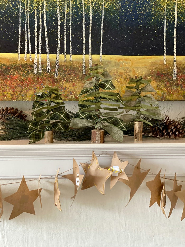 Shine your light paper star Advent garland is a fun and easy Advent calendar projects for young and old. Sweet acts of loving kindness are included in printable format to encourage families to share their gifts this holiday season. #Christmas #Advent #Adventcalendar #garland #holidaydecorating #randomactsofkindness