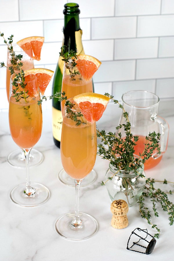 Sparkling hound grapefruit mimosa recipe to serve at your next brunch or lunchtime gathering. Four ingredient cocktail for parties. #mimosa #mimosabar #brunch #brunchrecipes #entertain #satsumadesigns