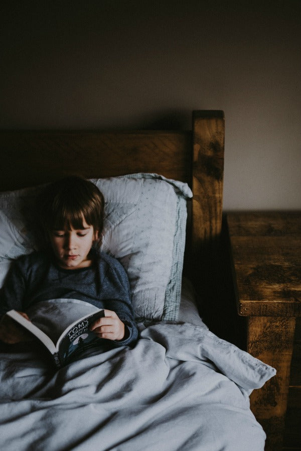 click through to find out the 7 things I did to turn my kids into bookworms | read to kids | kids reading habits | SatsumaDesigns.com #teacher #homeschool