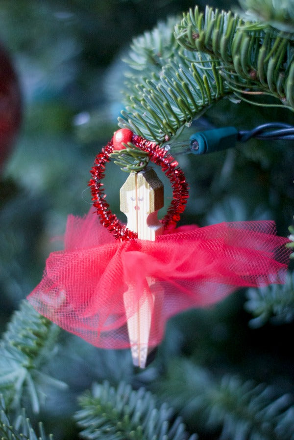 Click through to make your own ballerina clothespin ornaments | holiday ornament crafts | SatsumaDesigns.com #ballerina #clothespincrafts