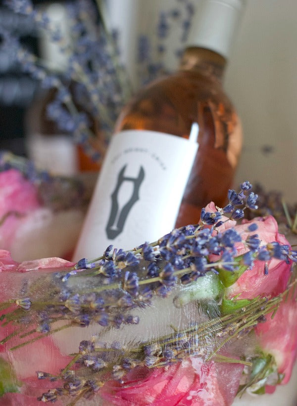 Click through to make my easy rose and lavender ice bucket and rose ice cubes | Easy party planning | SatsumaDesigns.com #ad #roseyourway