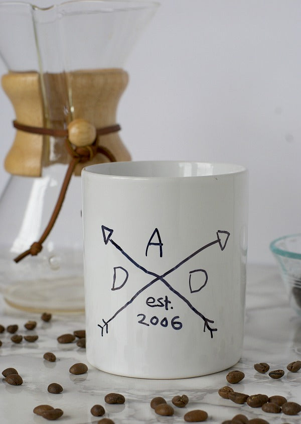 Click through to make my Father's Day sharpie mug gift for all those coffee loving dads out there! | Father's Day gift ideas | Easy dollar store gift ideas | SatsumaDesigns.com #fathersday #gifts