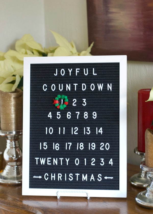 Quickest, cutest felt letter board Advent calendar for holiday celebrating. Countdown to Christmas with my 5 minute advent calendar. #holiday #Christmas #Advent #Adventcalendar #feltletterboard #feltboarddesigns #satsumadesigns.