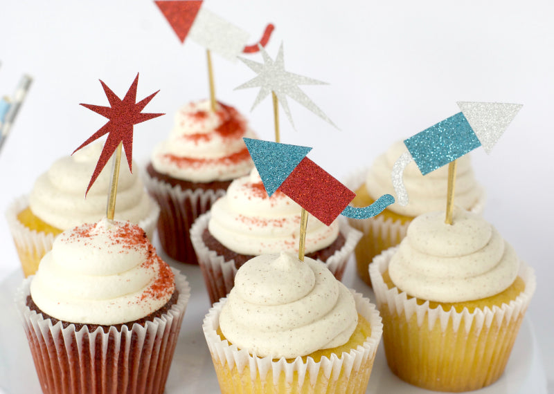 Click through to make my fireworks and rockets cake toppers using my free SVG cut files | Fourth of July decorating | FREE SVG cut files | SatsumaDesigns.com #4thofjuly #fourthofjuly #svgfiles