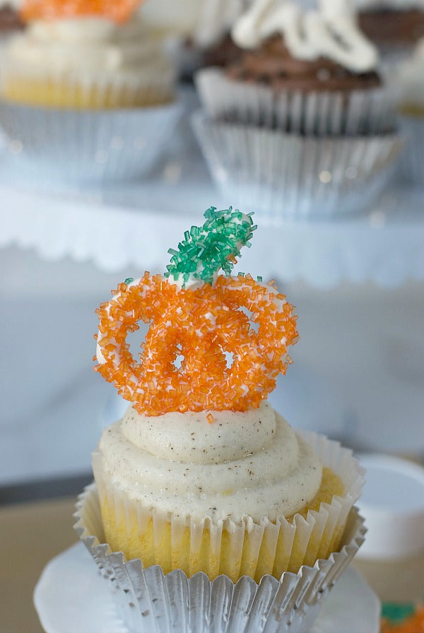 Halloween sprinkle cupcake toppers made from candy melts and decorated with sanding sugar take just minutes to make and leave a big impression! Perfect for Halloween parties #halloween #partyplanning #pumpkins #ghosts #cupcakes #candymelts #dessert