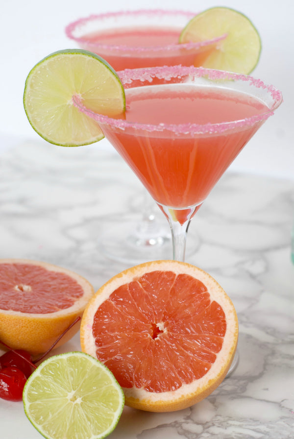 Click through for to make my Hemingway Daiquiri cocktail recipe for a festive cocktail party | Hemingway daiquiri | daiquiri recipes | Rum cocktail recipes | SatsumaDesigns.com #cocktails #entertaining
