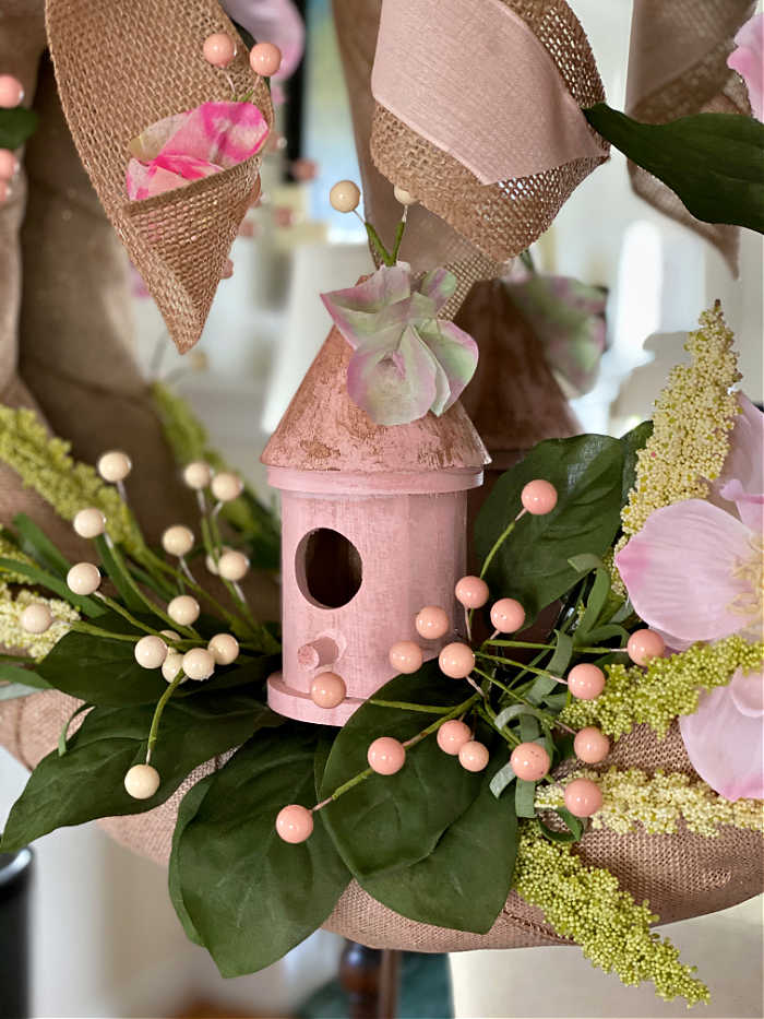 How to make a butterfly fairy garden wreath for spring. Here is a delightful way to welcome the season, butterflies and fairies into your home! Make this wreath with the kids for the best effect! #fairyhouse #wonderland #butterflygarden #polinators
