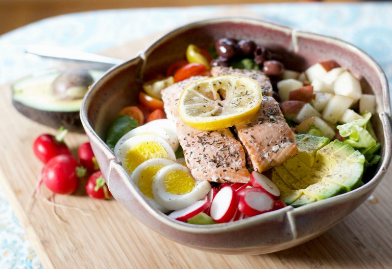 Northwest Nicoise Salad with salmon and fresh veggies from Pacific Coast Harvest CSA box | Click through for some great recipes using a CSA box filled with organic fruits and vegetables | SatsumaDesigns.com #CSA #organic
