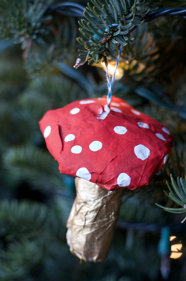 Click through to make my diy paper mache christmas ornaments | Easy paper mache | DIY Christmas ornaments | SatsumaDesigns.com #Christmas #papermache #ornaments