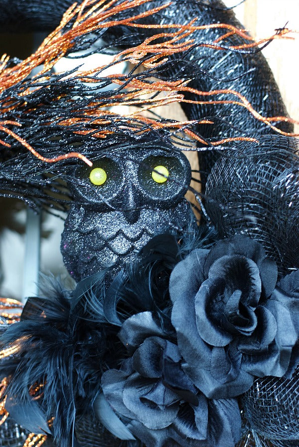 Spooky sparkly owl wreath for Halloween decorating | Try my easy dollar store supply wreath that's sure to delight all Halloween season | #dollarstore #crafts #celebrate #halloweendecor #halloween #satsuma